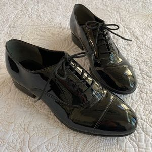 Ivanka Trump Olie Black Patent Lace Up Oxford 9